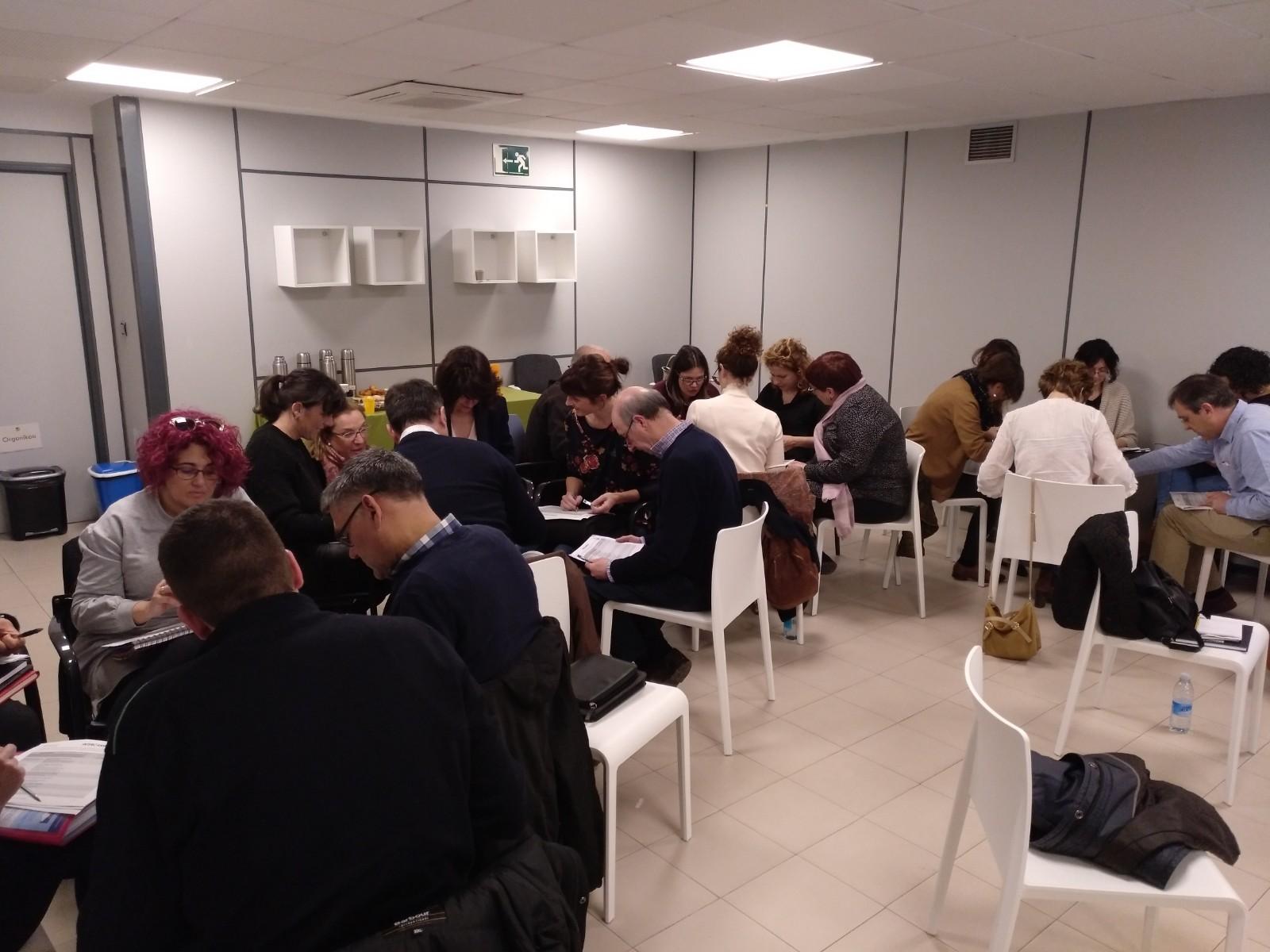 Imágenes de las sesiones de formación realizadas entre agentes del Ekosistema Adinberri